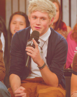 2/∞ photos of niall horan