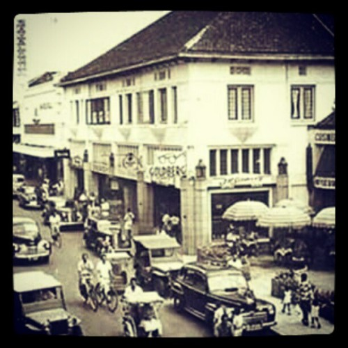 Paris van java a.k.a jln braga tempo doloe #past #bandung #street #story #legend #Indonesia  (Taken with instagram)