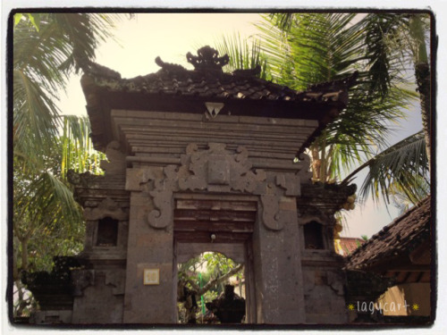 stone gate at bali. it's a common sight here, the gates are really really tall and looks really really old and big with statues at the sides. all the temples we visited has them and some other places we went has this style too. very interesting gate design from ancient times.