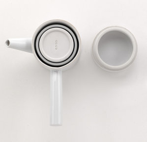 Zenique tea pot set for travelling designed by Shih-Chieh Huang for Intermezzo. Awarded an iF product design award for 2012.
