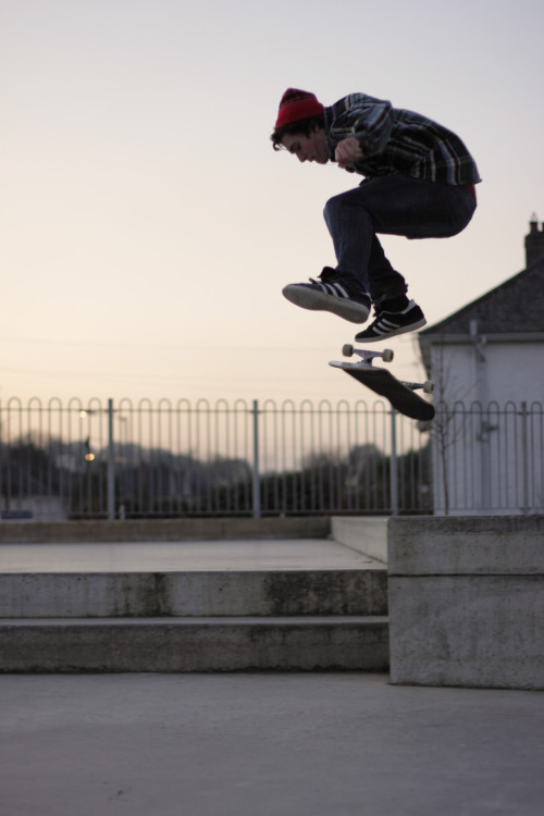rorcarrot:  Kickflipping The Ledge