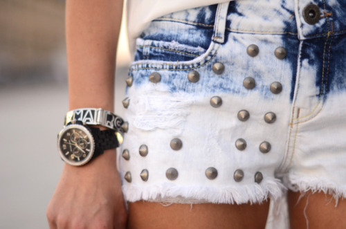 BeLighter Street Style: Ripped & Studded Denim