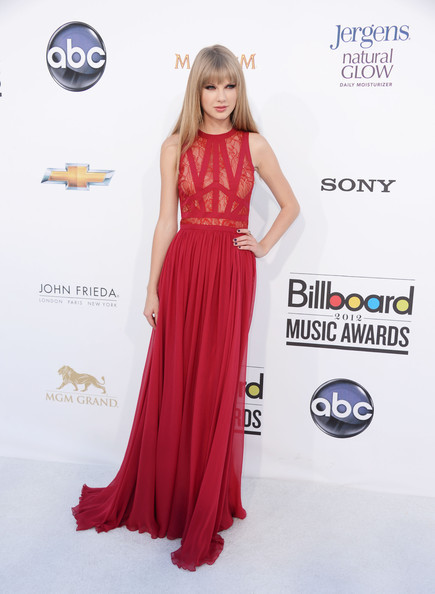 inherglam:  Taylor Swift in Elie Saab at the 2012 Billboard Music Awards. Talk about stunning, Taylor Swift looked absolutely beautiful in this red Elie Saab dress. She came off as sophisticated and elegant and we def think red is her new best friend! Stay posted for to see who snagged the last spot in our top 4! Get more glam daily.