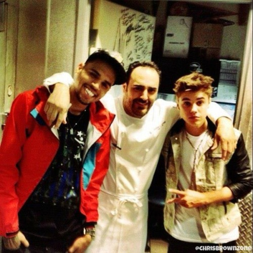 chrisbrownzonetwitter:  Chris Brown posing with Justin Bieber last night