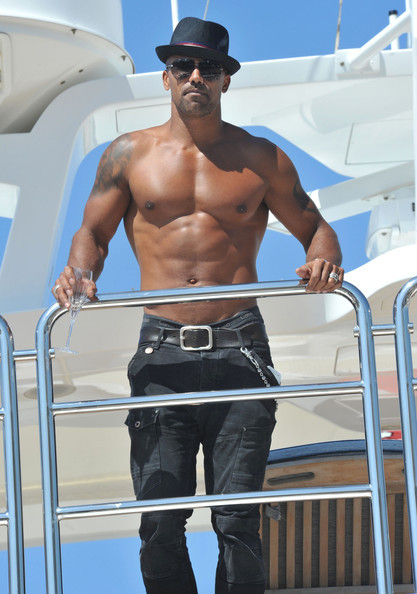eigoobterces:  (via Shemar Moore Continues To Flaunt His Shirtless Bod on his Yacht)  This man still sexi…..