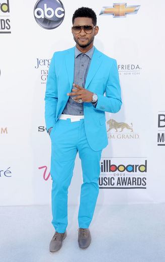 USHER rocks the red carpet for Billboard Awards 2012 in this chic neon blue slim suit. What a perfect way to turn heads on the carpet.  Usher continues to be a trendsetter in the world of men fashion… Thumbs up! Sammihaynesinc