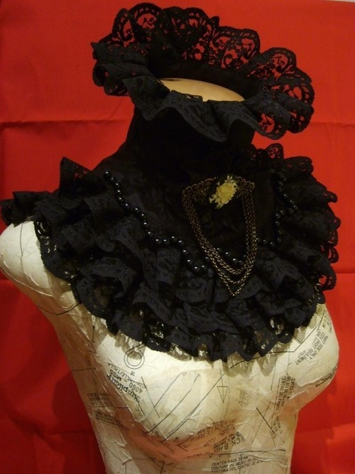 diabolique-mon-ange:  Black victorian collar by blackmirrordesign on Etsy
