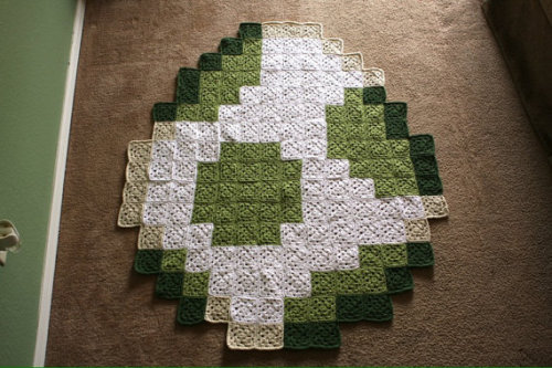 sogeekchic:  Yoshi egg baby blanket ($150) available from SheriBFabulous