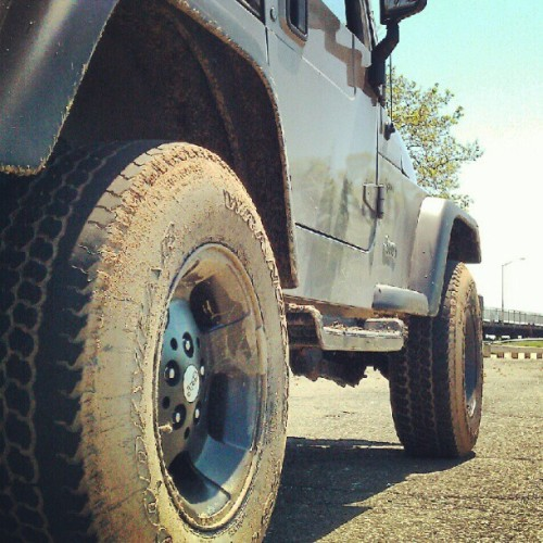 zombie-germies:  Roxy went mudding #jeep #wrangler #offroad #dirty #mudding (Taken with instagram)