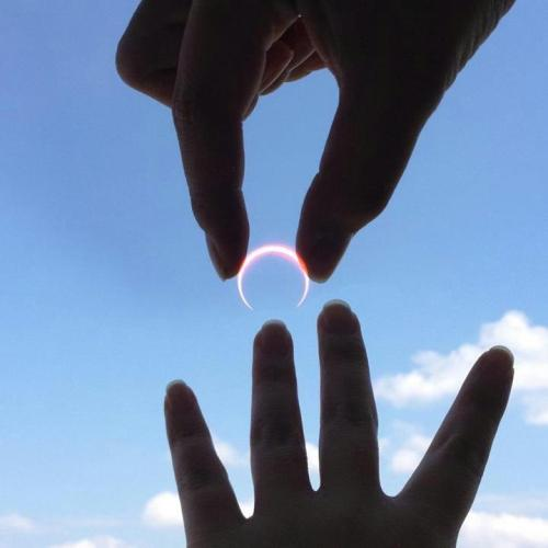 noobjake:   A man in Japan effectively used the solar eclipse to propose to his girlfriend.  what a fucking genius  broke?