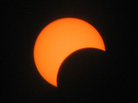 "SLIDESHOW: Eclipse viewers get glimpse of rare event Did you check out the ""ring of fire"" solar eclipse on Sunday? We compiled viewer-submitted photos in a special gallery. slideshow"