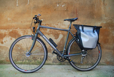 The Ortlieb Bike Shopper Pannier. Not one of the bags I'm considering for my touring bike, but still relevant to bicycle commuting. Not sure what size this frame is but if you'd like to read a full review get to clicking on that picture and it'll whisk you away.