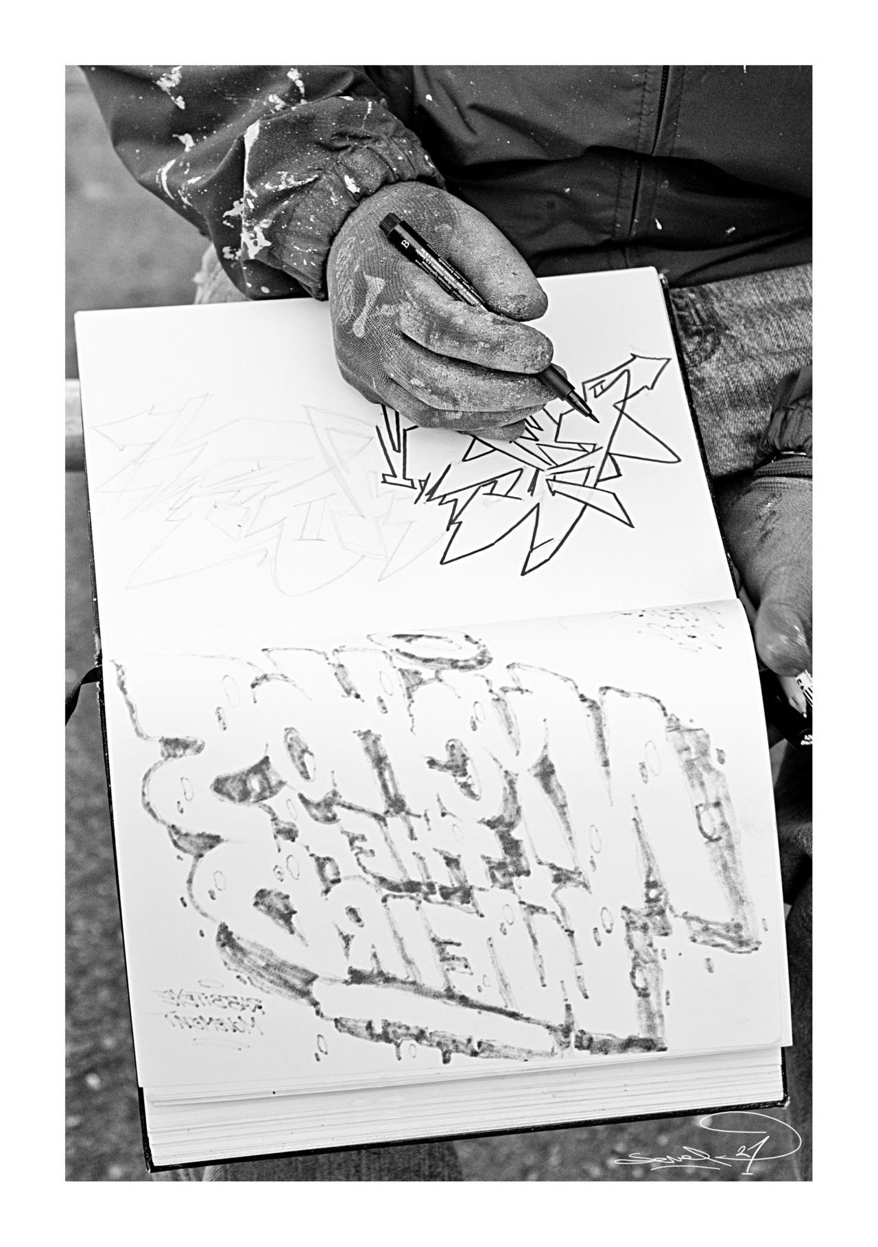 Mr.Achoe/Norway sketching after Nychos The Weird on the reverse page at the All City Jam 2012/Dublin