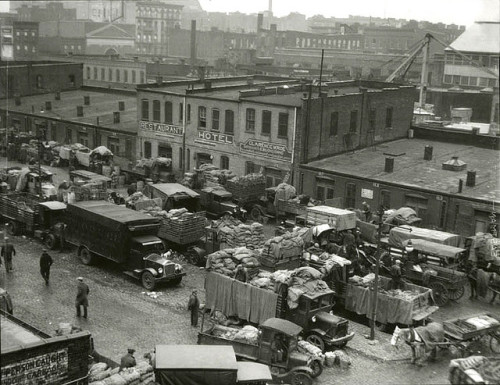 senanima:  1930s - Harlem; Food market by Lewis Hine by straatis on Flickr.