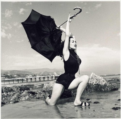theniftyfifties:  Vampira
