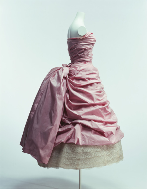 omgthatdress:  Dress Cristobal Balenciaga, 1955 The Kyoto Costume Institute