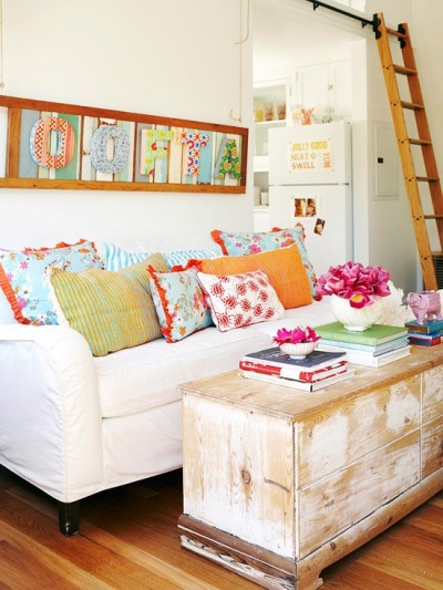 lovinglifeandlilly:  Cozy & bright living room  you know all those pillows would just end up on the floor.