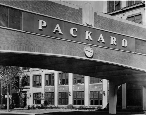 rilenious:  Packard Automobile plant in Detroit, Michigan. It's so…neat. Unrecognizable today.