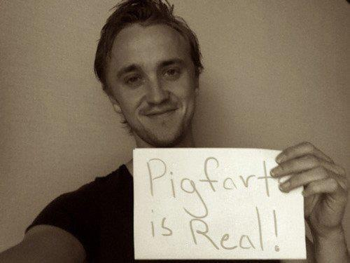onlydrapple:  :O He really does transfer to Pigfarts! Still praying that apples no longer need Carbon Dioxide and water to grow.