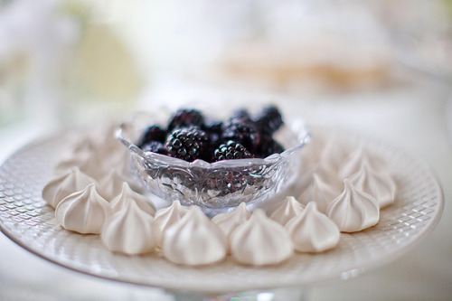 thecakebar:  meringue cookies and blackberries!