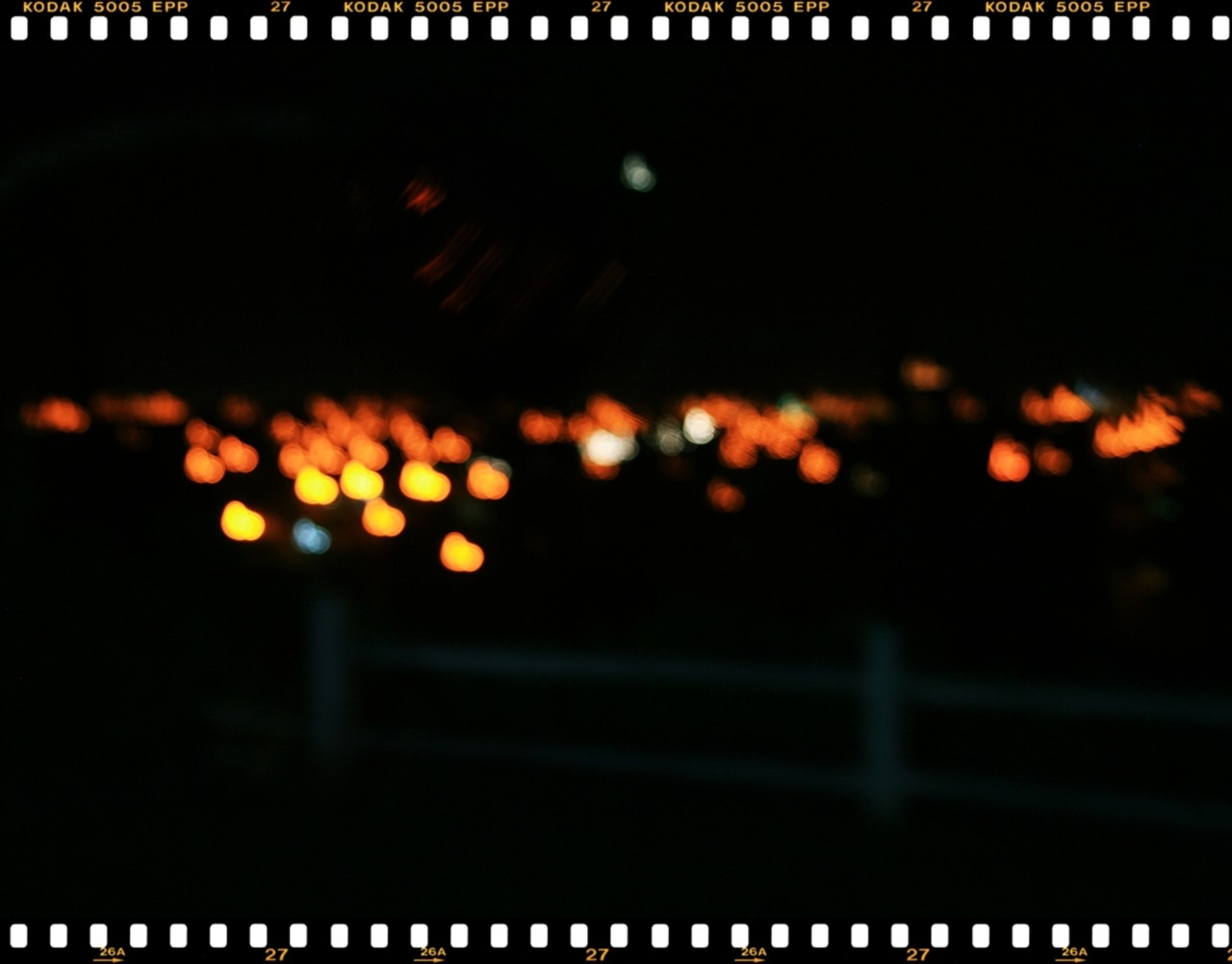 If only you could see it the way I see it.Street lights/city lights from mi casa.