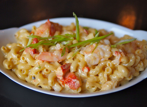 allthatsyummy:  Lobster & Shrimp Mac & Cheese, $19 (by Paper&String)
