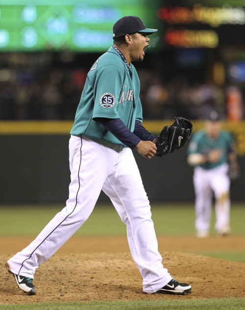 everythingmariners:  So basically to sum up tonight's game… Felix was really good, (like he always is), Ichiro and Jesus hit like crazy against Yu Darvish, and the M's win their 4th straight game, cruising to a 6-1 victory vs. the Rangers!