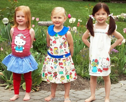 loved-yet-drifted-apar-t:  Lauren and her cousins are wearing hello kitty :)) http://t.co/jtMangAd