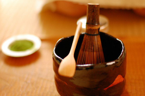 japanesedream:  a tea set for a tea ceremony (by k_t)