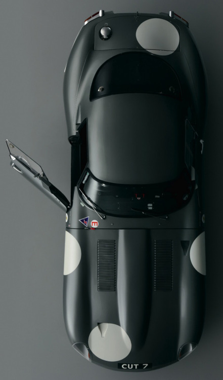 manchannel:  Jaguar E Type.