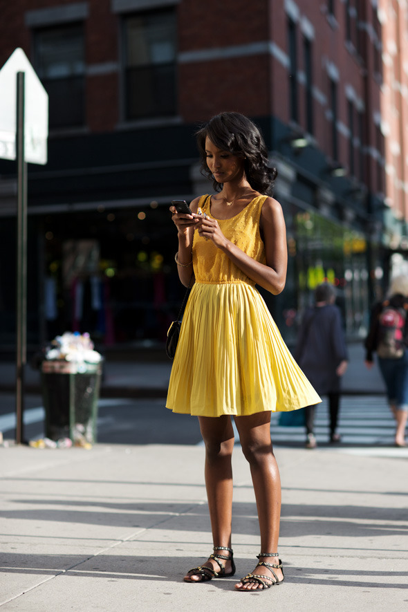 streetstyled:  New York streetstyle - get the look Odylyne Fairy Wren Dress, Blue Life Bachelorette Dress or Nasty Gal Sundown Dress