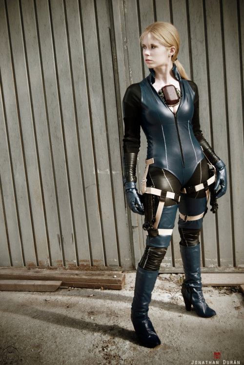 Jill Valentine - On the other side by ~WhiteLemon  Model & Cosplay: Me as Jill Valentine [Battle Suit from Resident Evil 5]Photo: Jonathan Duran Edit: WhiteLemon