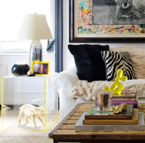 thedecorista:  i LOVE everything about this room… neon glass + gold piggy