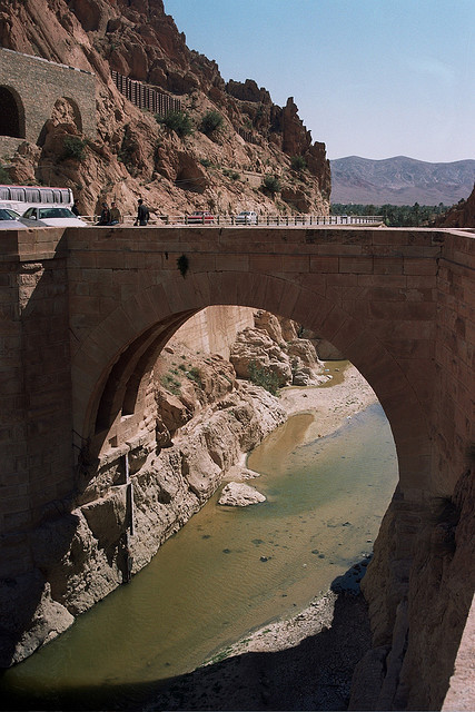 visitheworld:  The roman bridge in El Kantara, the gate to Sahara, Algeria (by walid_minolta).