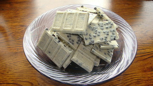 "White Chocolate ""Cookies'n'Cream"" Hershey's Bar"