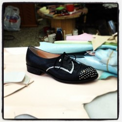 atolyedendenden :)) #happy #shoe #shoedesign #studiorain #black #molyer #glitter #trok #metalicdetail #studiorainshoe #leather #pastelcolors  (Taken with instagram)