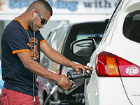 Savings at the Pump Still Supreme For Car Buyers The price at the pump may be falling, but interest in buying a fuel-efficient model remains high. In fact, the latest survey on consumer attitudes shows saving money on gas is the top factor impacting what model car buyers are looking for.  Consumer Reports surveyed 2,009 Americans and found 35 percent have cut back on driving. Among those thinking of buying a new car, 37 percent said fuel economy was the top factor, followed by quality (17 percent), safety (16 percent), value (14 percent) and performance (6 percent). Full Story  Photo: Bloomberg | Getty Images