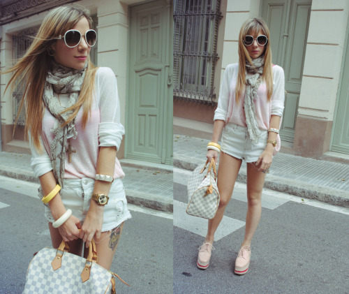 my facebook page: The huntrend, my Lookbook, my twitter Sweater: Mango Shorts: Topshop Shoes: Jeffrey Campbell Bag: Louis Vuitton Sunglasses: Prada Accessories: Mango and H&M