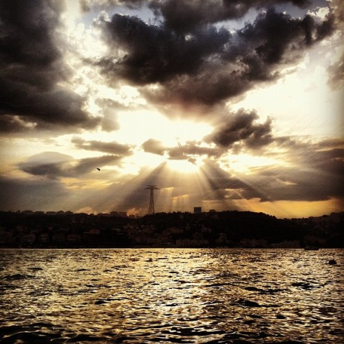 #iphonesia #photitos #igers #igersturkey #igersistanbul #istanbul #sunset #sky (Taken with Instagram at Alperenler Cafe)