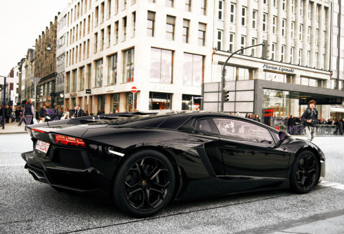 exclusive-pleasure:  srbm:  All Black Aventador  wow!
