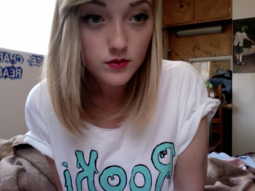 rookiemag:  thefoxintheattic:  Made a Rookie inspired shirt. Meow.  make more! -naomi