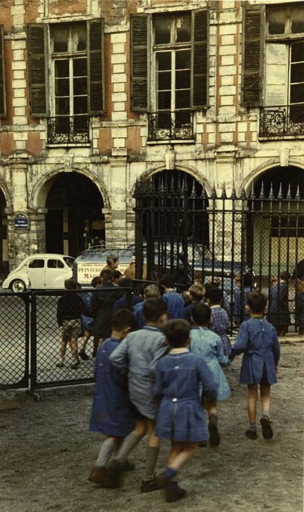 greeneyes55:  Place des Vosges 1950s Photo: Peter Cornelius