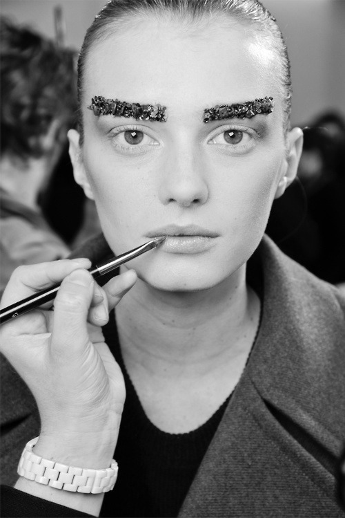 We would love to walk arround with eyebrows like this =)  g-r-o-e-n-e-v-e-l-d:  Sigrid Agren