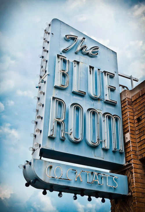 diefuenfsinne:  Vintage sign photography by Marc Shur