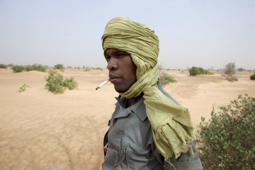 picturedept:  Photo of the Day: May 22, 2012 Cigarette BreakA Mauritanian National Guard takes a break in the Sahara desert.(photo: Joe Penney) PHOTO OF THE DAY ARCHIVE