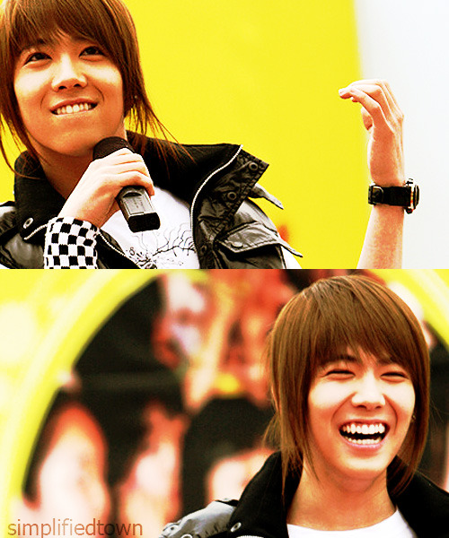 random old pic of Hongki♥ look how happy he is~