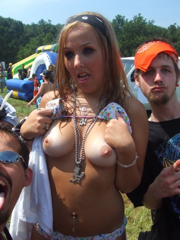 wickedninjas:  another juggalette at the gathering showing her tits