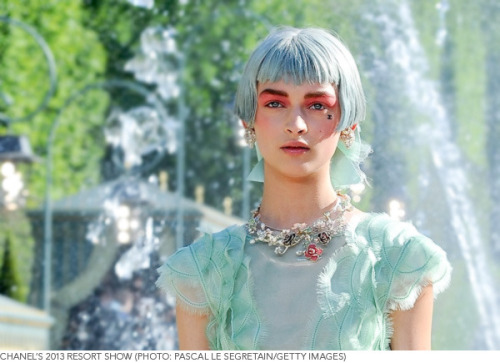 We loved the beauty looks at Chanel's Resort 2013 Show! Click to see more pics!