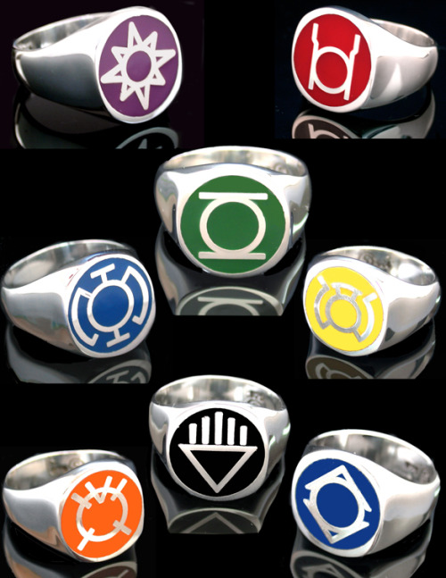 In brightest day, in blackest night, no evil shall escape my sight! Let those who worship evil's might, beware my power, Green Lantern's light!   In Blackest day. In Brightest night! Beware your fears made into light. Let those who try to stop what's right — burn like his power — Sinestro's might!  In fearful day, in raging night, with strong hearts full, our souls ignite! When all seems lost in the War of Light, look to the stars, for hope burns bright! Tor lorek san, bor nakka mur, Natromo faan tornek wot ur, Ter lantern ker lo Abin Sur, Taan lek lek nok — Formorrow Sur!   This power is mine, this is my light. Be it in bright of day, or black of night. I lay claim to all that falls within my sight, To take what I want, That is my right!  With blood and rage of crimson red, ripped from a corpse so freshly dead, together with our hellish hate, we'll burn you all, that is your Fate!   For Hearts Long Lost. And Full of Fright. For Those Alone In Blackest Night. Accept Our Ring and Join Our Fight — Love Conquers All — With Violet Light!