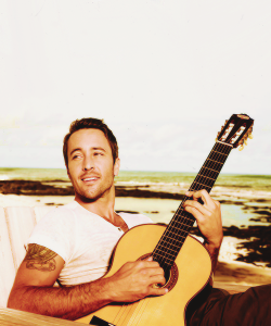 freakyninjaseal:   alex o'loughlin | 3/50